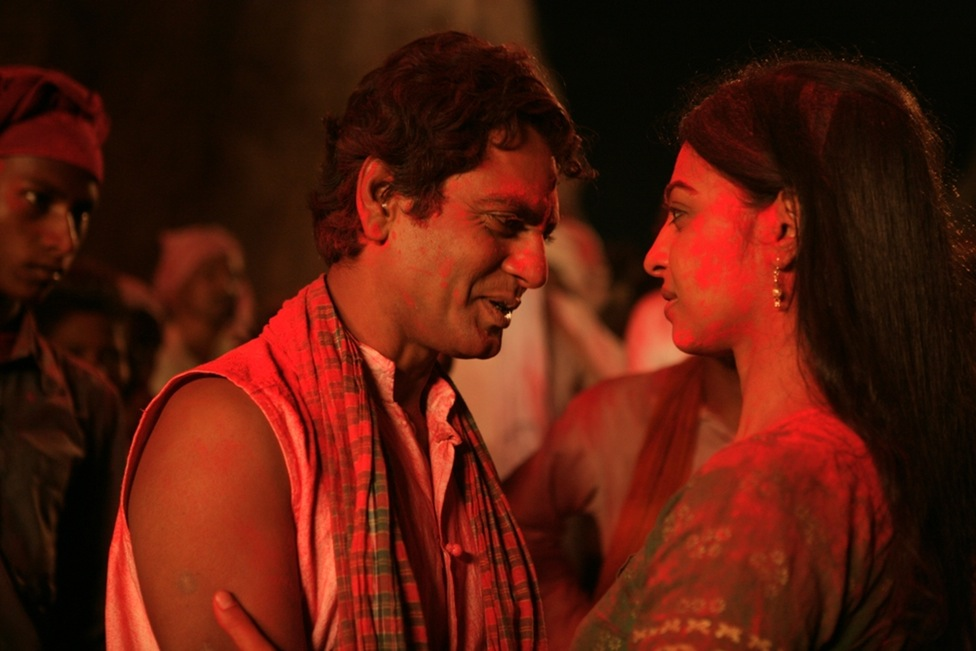 Nawazuddin Siddiqui and Radhika Apte in a still from Manjhi- The Mountain Man_