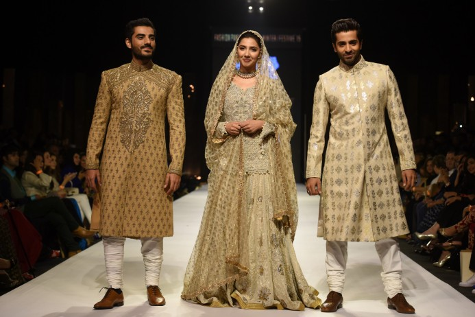 Mahira Khan walks the ramp with her Ho Mann Jahan co-stars. Photo by Tapu Javeri