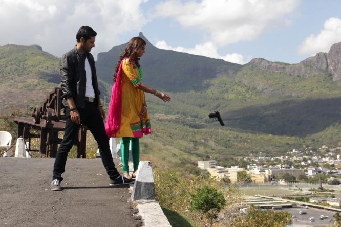 #BACHAANA - Movie Stills - BTS Images [F] (1)